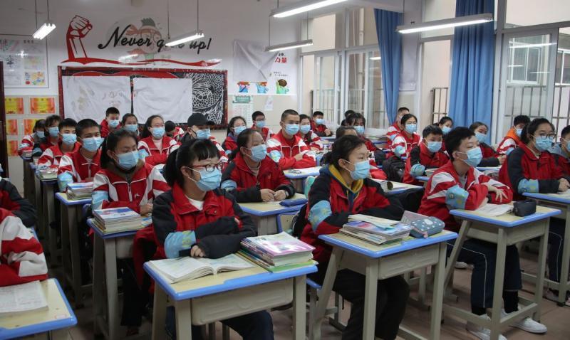 CHINA ANUNCIA QUE CASOS DE CORONAVÍRUS DIMINUI NO PAÍS