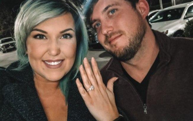 Casal forja pedido de casamento em bar para ganhar bebidas