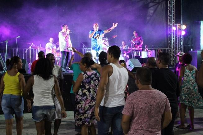 Programação da Funtitec lançada com show da banda Outros Baianos