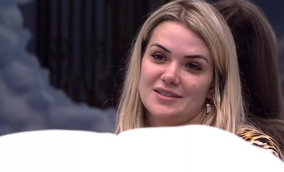 Marcela é acusada de racismo e web reage