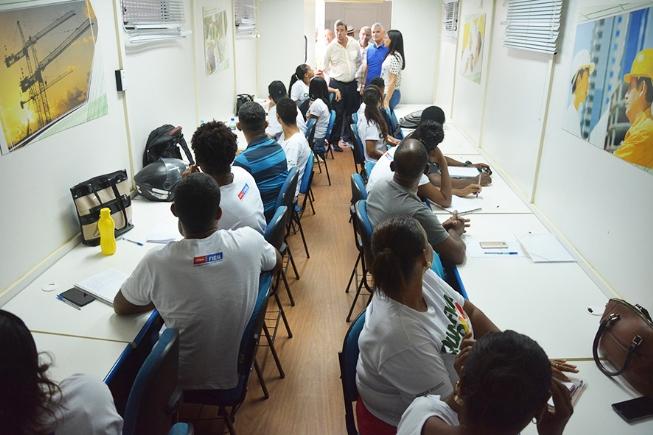 Prefeitura certifica alunos do Qualifica Feira e oferece estágio para universitários