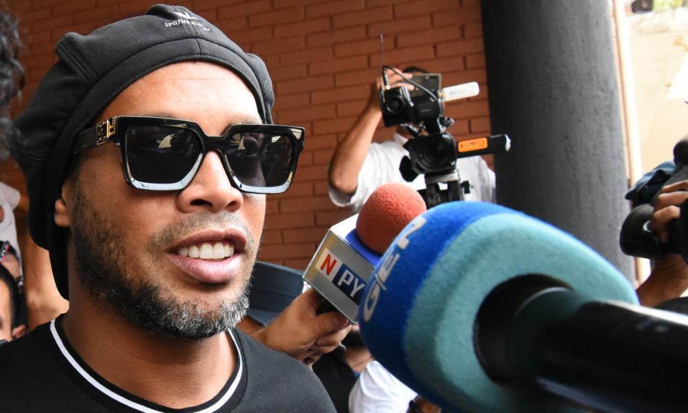Procuradoria conclui que Ronaldinho Gaúcho foi enganado e decide liberá-lo