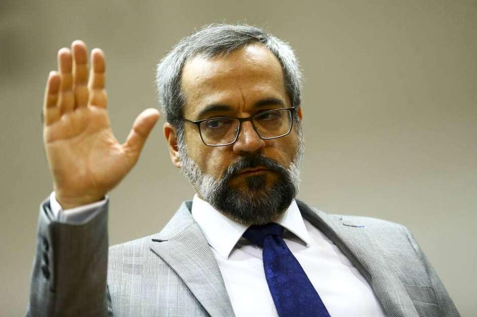 MEC contrata empresa acusada de corrupção