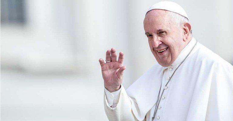 Papa Francisco pede aos padres que visitem os infectados pelo novo coronavírus