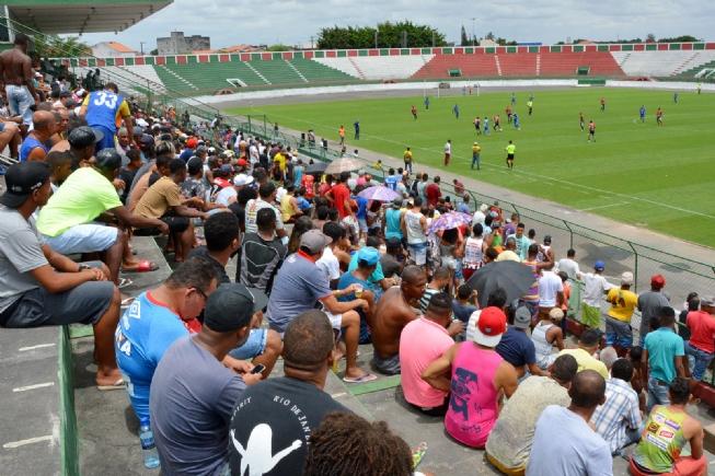 Fluminense joga domingo com portões fechados