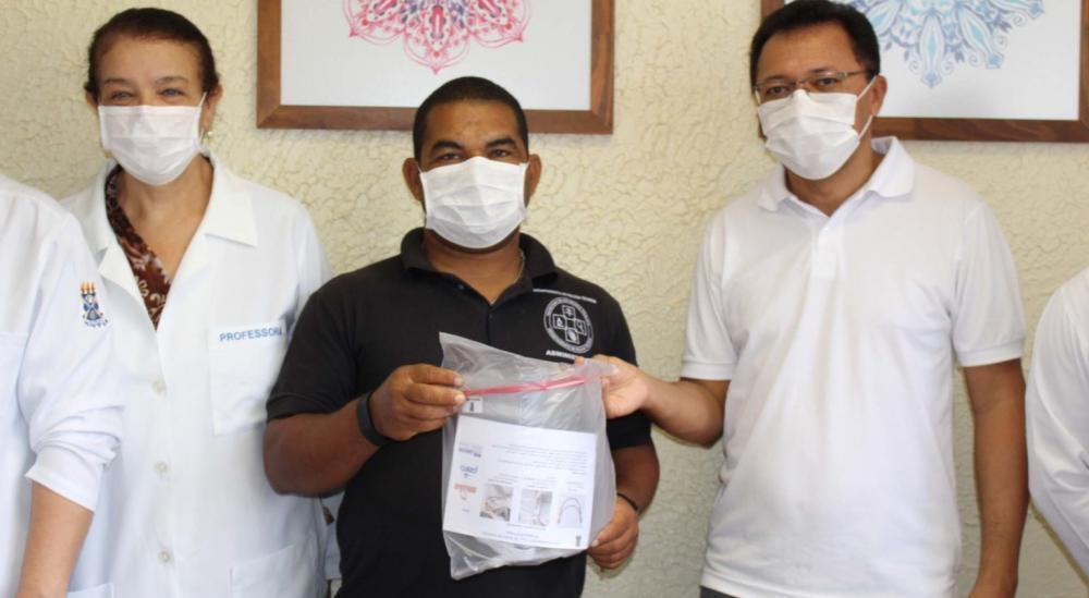 UEFS faz entrega de protetores faciais para SAMU e DPT