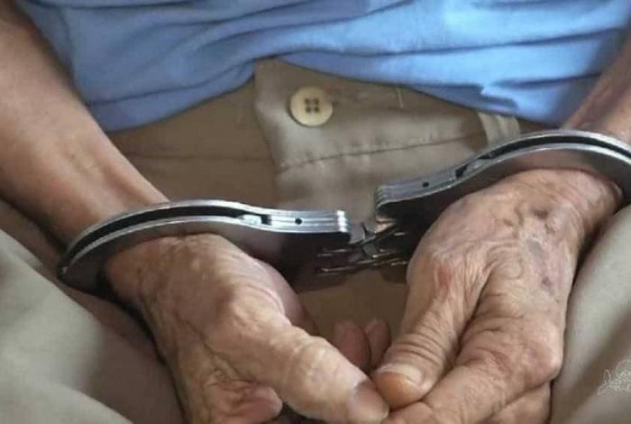 Idoso, de 68 anos, é preso e acusado de embriagar e estuprar menino