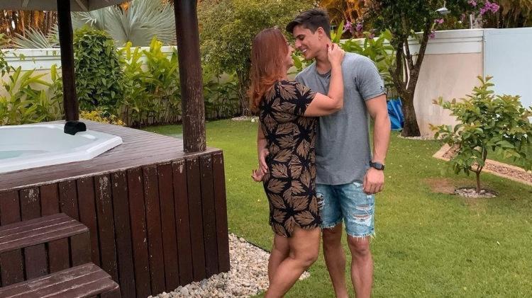 Mãe de Neymar assume romance com ex-affair de Carlinhos Maia