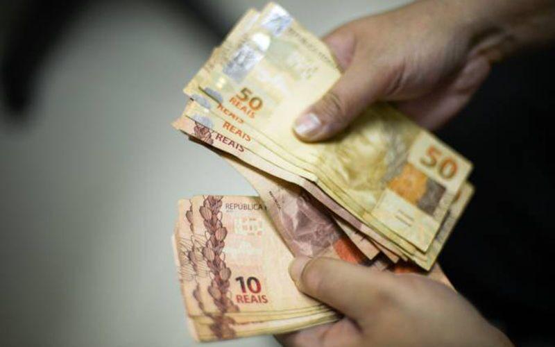 Justiça manda suspender cobrança de empréstimos de aposentados
