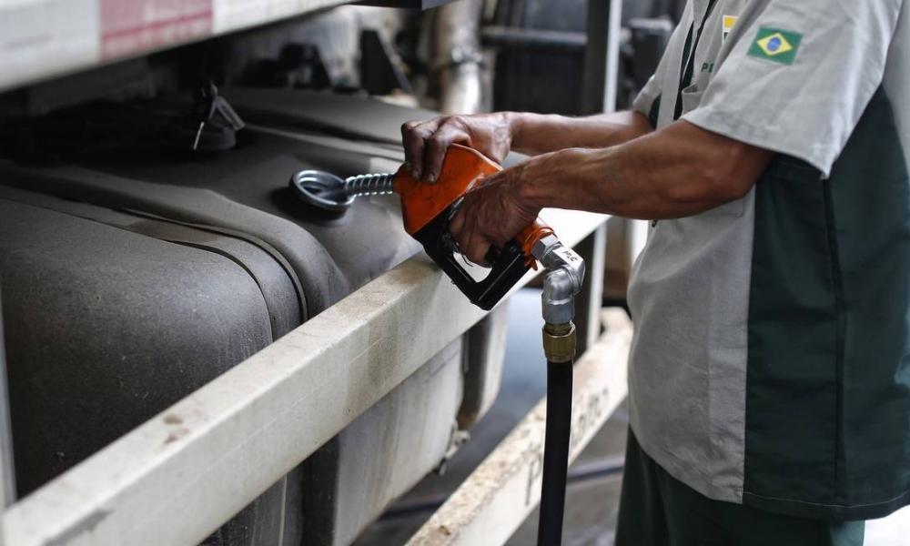 Petrobras reduzirá preço do diesel em 10% a partir de segunda-feira, diz Abicom