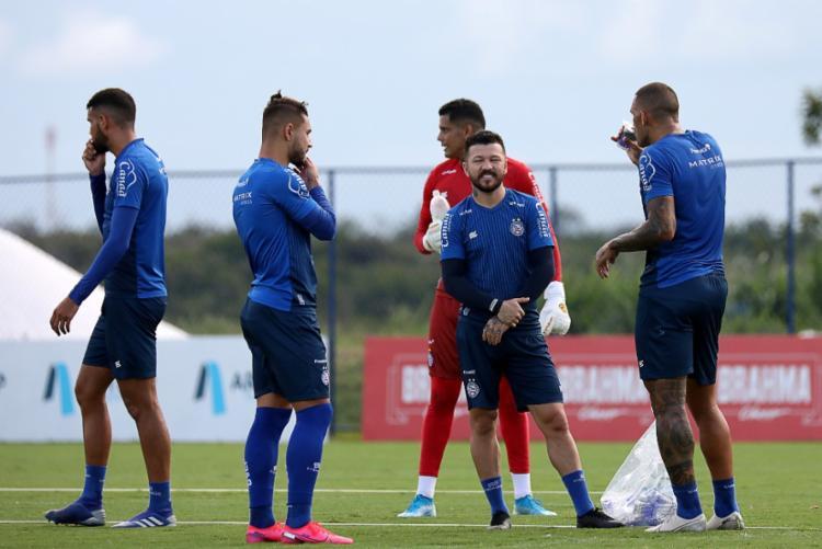 Bahia anuncia redução salarial da diretoria e atletas profissionais
