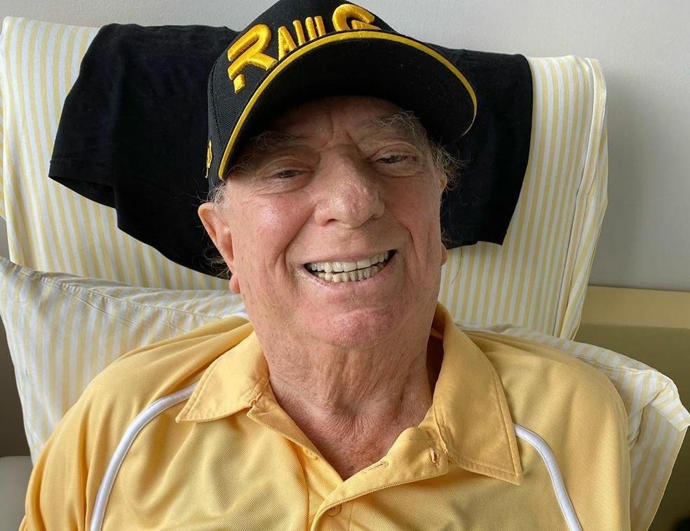 Raul Gil é internado em UTI de hospital, em São Paulo