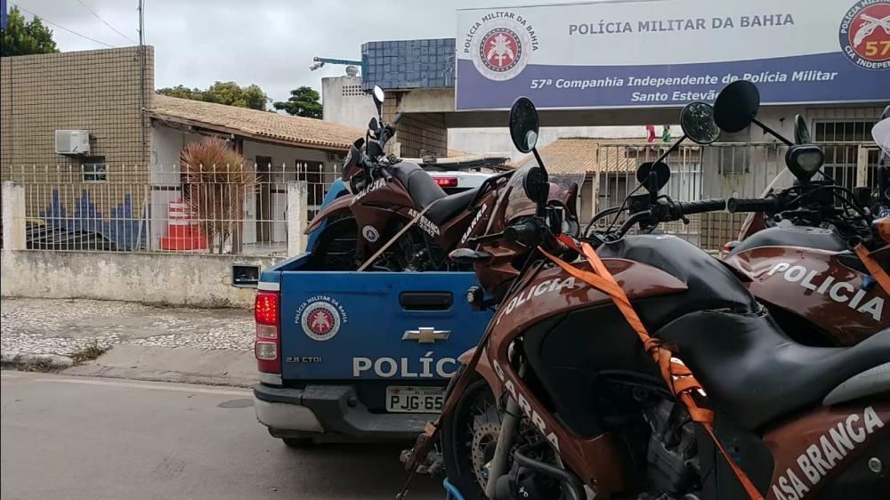Operação conjunta apreende diversos veículos em situação de irregularidade em Santo Estevão