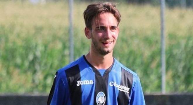 Jogador de apenas 19 anos morre após treino em casa