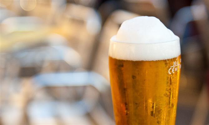 Cervejaria dá 2.600 litros de bebida para não jogar produção fora