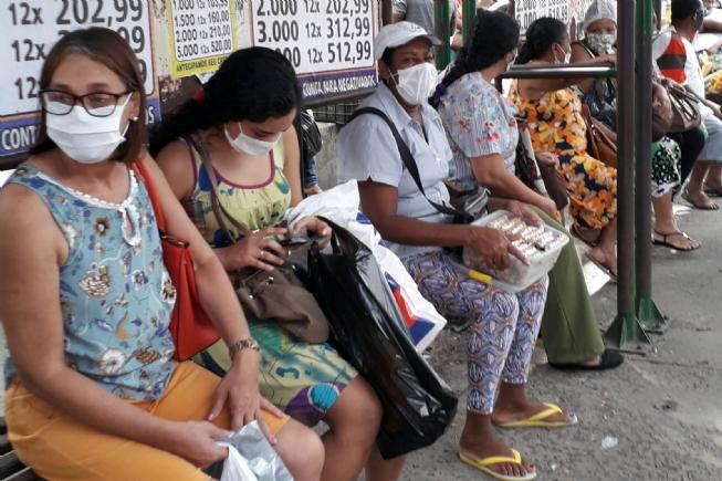 Feirense respeita decreto e é quase total a adesão ao uso da máscara nas ruas do centro