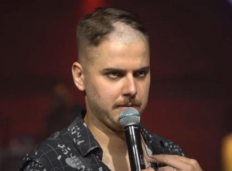 Cristiano raspa a barba e o cabelo de Zé Neto durante live