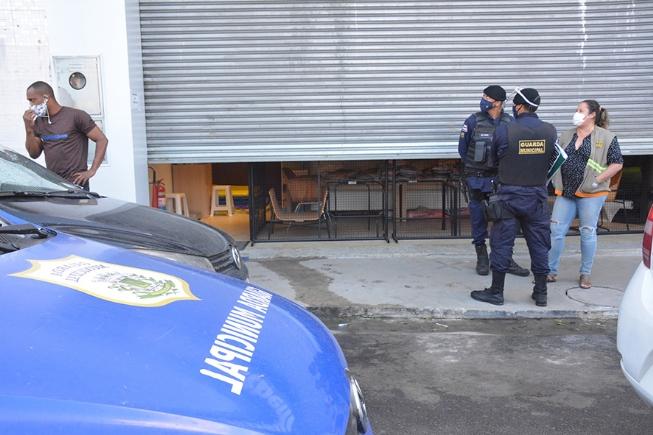 Prefeitura fecha 535 estabelecimentos por descumprir decreto municipal
