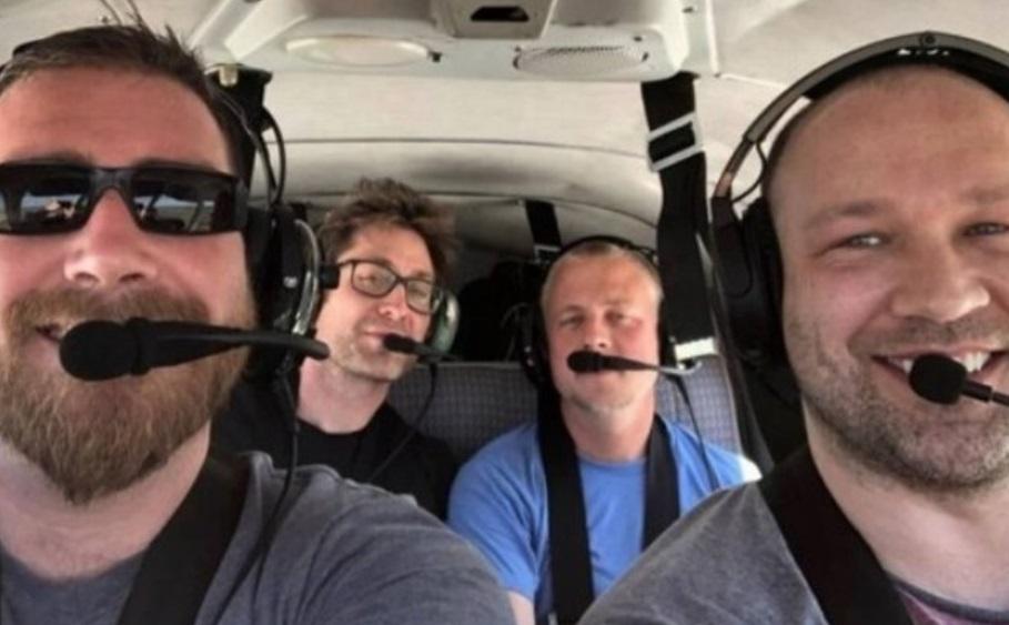 Minutos antes de morrer em acidente aéreo, homem manda selfie para mãe