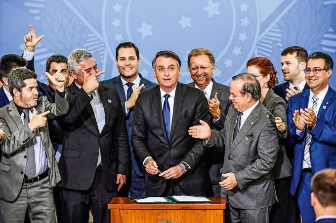 Bancada da Bala vai a Bolsonaro pela volta do Ministério da Segurança