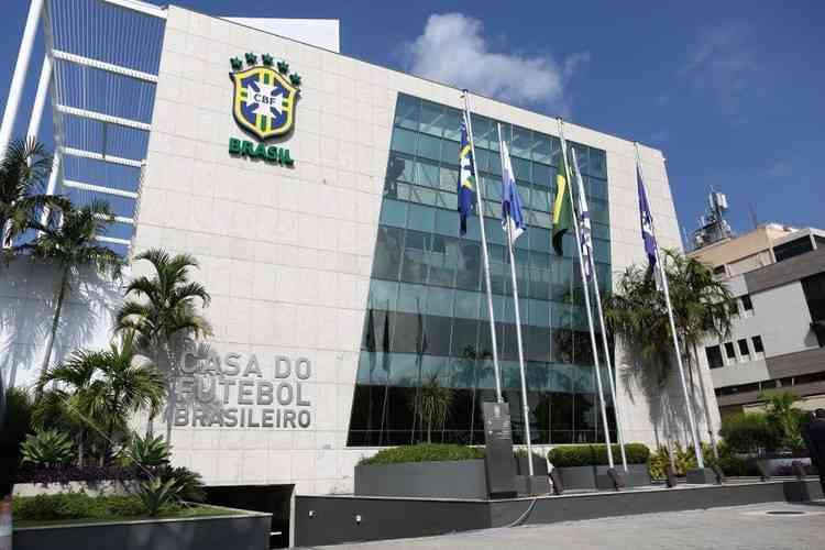 CBF divulga guia médico de sugestões protetivas para o retorno do futebol