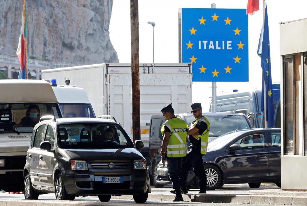 Europa reabre as fronteiras só para turistas europeus