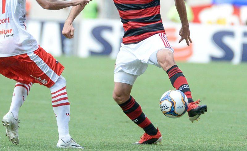 Flamengo e bangu volta a campo entre protestos