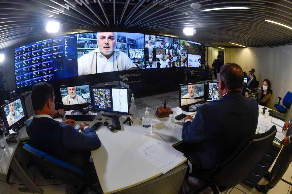 Senado paga R$ 740 mil em hora extra a servidores, mesmo com home office