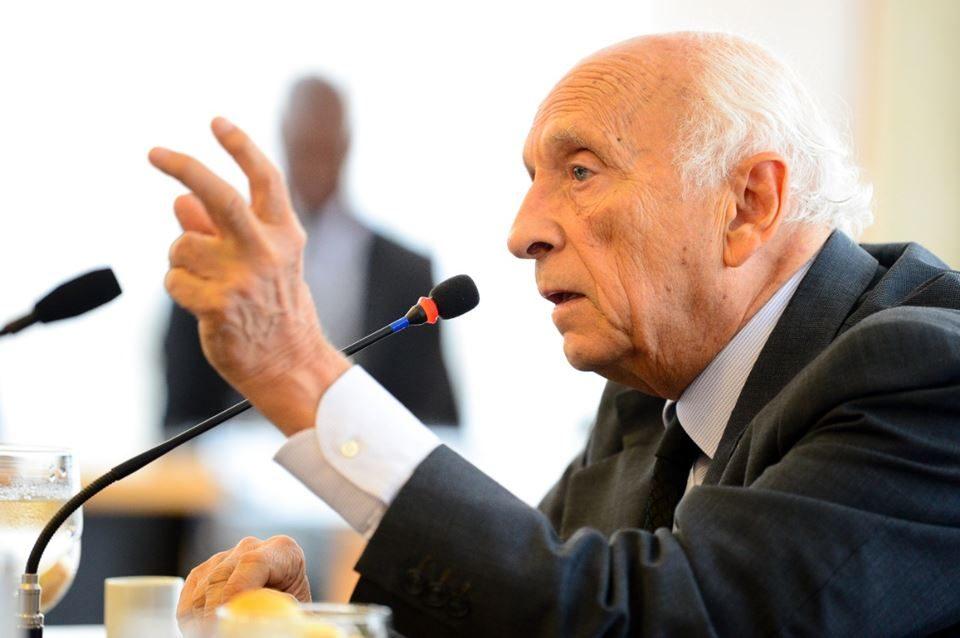 """""""Não há nenhum governante mais odiado no mundo do que Bolsonaro"""", diz Ricupero"""