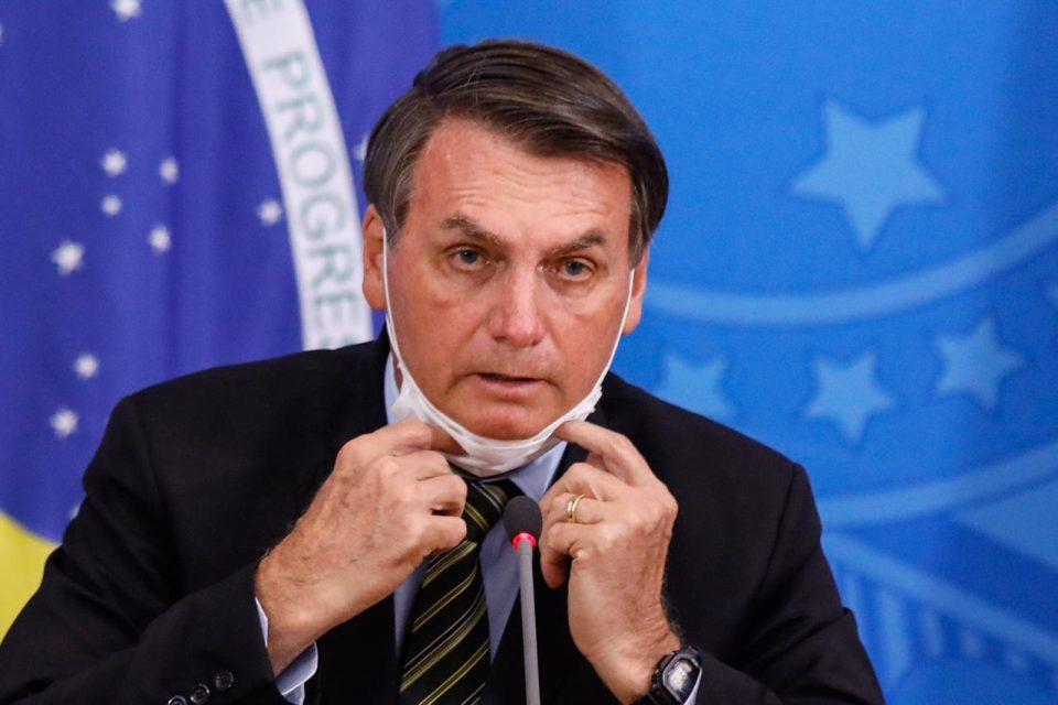 Justiça Federal obriga Bolsonaro a usar máscara de proteção facial