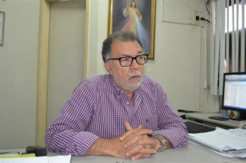 Infectado pela Covid-19, secretário Carlos Brito é hospitalizado