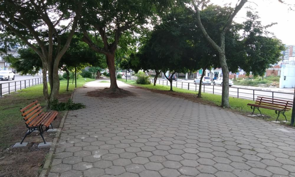 Prefeitura instalou 35 bancos ao longo da avenida Getúlio Vargas