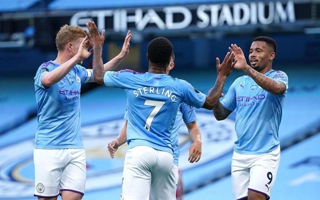 Manchester City faz 4 a 0 e carimba faixa do campeão Liverpool