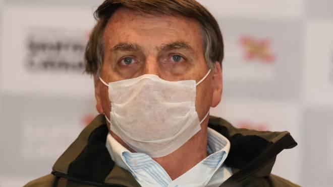 Bolsonaro diz que testou positivo para covid-19