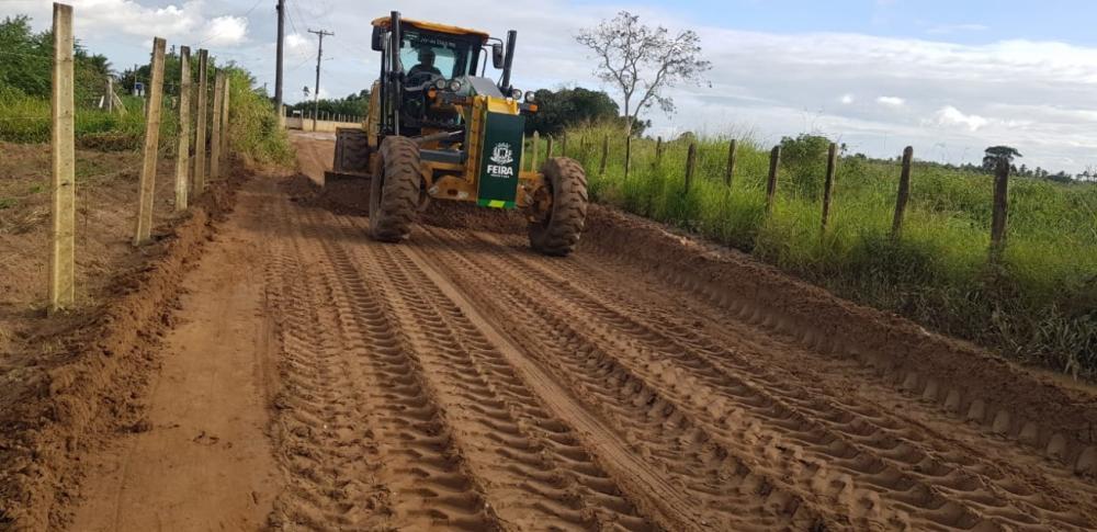 Prefeitura realiza recuperação de estradas em toda a zona rural