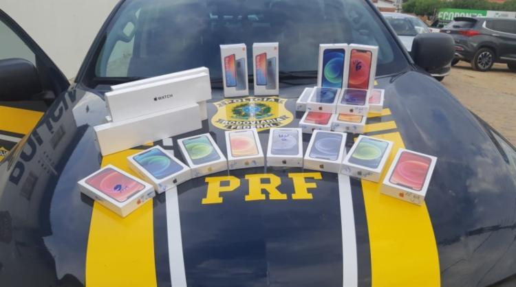 Conduzindo uma BMW, homem é flagrado com 19 celulares sem nota fiscal