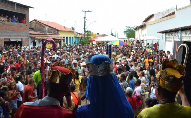 Reisado de Tiquaruçu: religiosidade e cultura, tradição e samba de roda