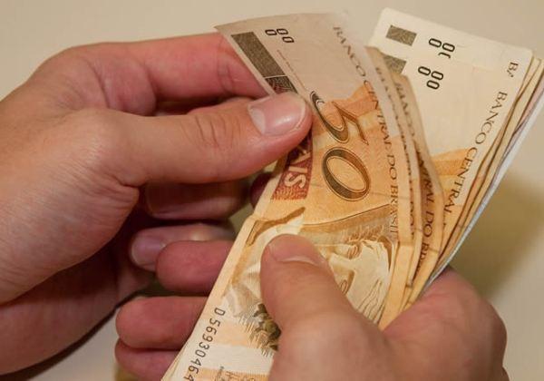 Guedes deve autorizar novo aumento do salário mínimo para repor inflação de 2019