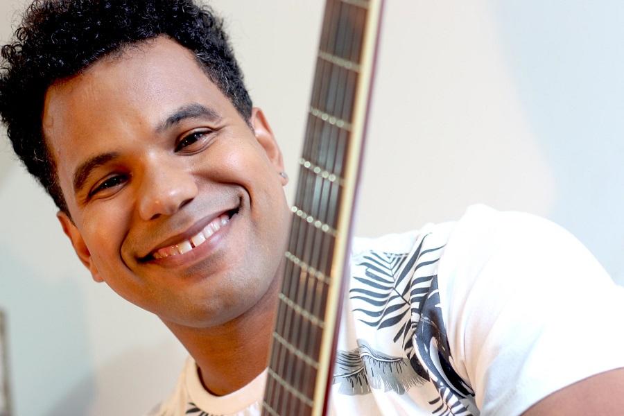 """Ramon Lima apresenta show no projeto """"Sons da Bahia"""" no Café-Teatro do Sesc Feira de Santana"""