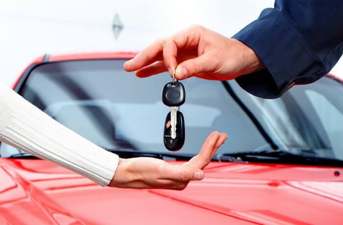 Alugar um carro pode ser mais viável do que comprar, avalia economista