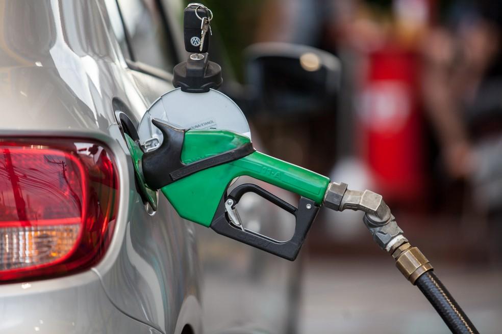Bolsonaro quer mudar ICMS da gasolina para ajudar a reduzir preços