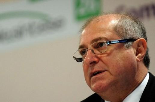 Ministro das Comunicações assina primeiras autorizações para migração do rádio AM