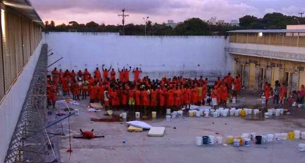 5b33224c6 A rebelião no conjunto penal de Feira de Santana que teve inicio no  domingo(24) onde 8 presidiários foram mortos e 5 ficaram feridos foi  destaque na ...